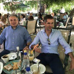 """Το καφέ """"Κήπος"""" επισκέφθηκε ο Κώστας Μπακογιάννης"""