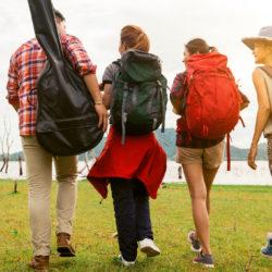 Το έφηβο παιδί μου θέλει να πάει διακοπές. Το αφήνω ή όχι;