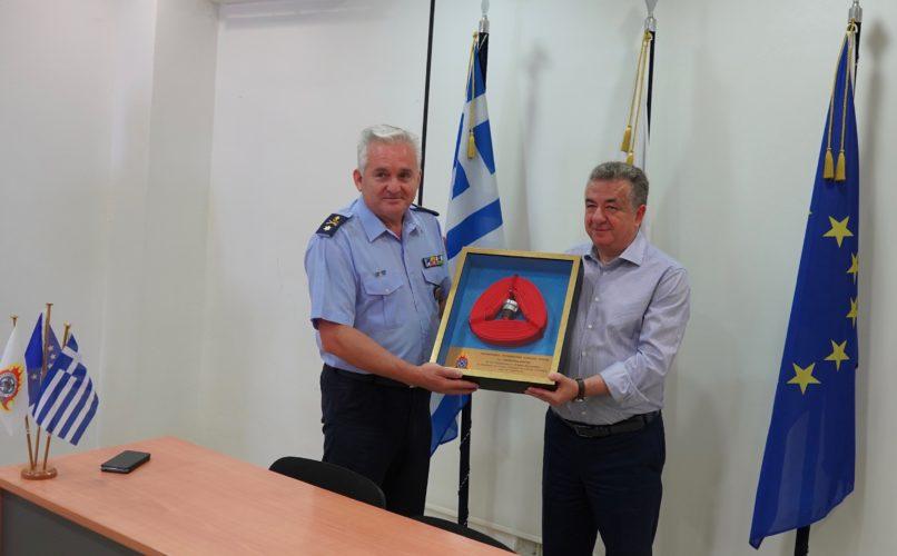 Η Πυροσβεστική Διοίκηση Κρήτης τίμησε τον Περιφερειάρχη για την προσφορά του στο Σώμα
