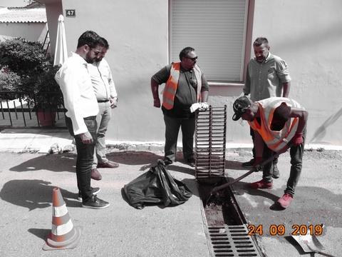Εγκαίρως καθαρίζονται οι σχάρες και τα φρεάτια υδροσυλλογής στα Χανιά