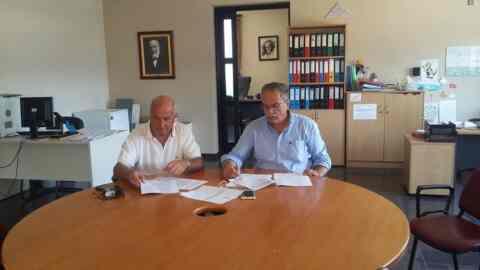 """Υπεγράφη η σύμβαση για την """"Αποκατάσταση ζημιών στο δημοτικό και αγροτικό δίκτυο"""" Δήμου Πλατανιά"""