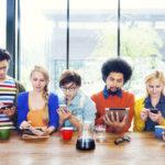 Πώς τα social media «σκοτώνουν» το ύπνο των νέων