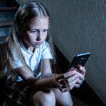 Με smartphone ή tablet εννιά στα δέκα παιδιά ηλικίας 7 έως 12 ετών