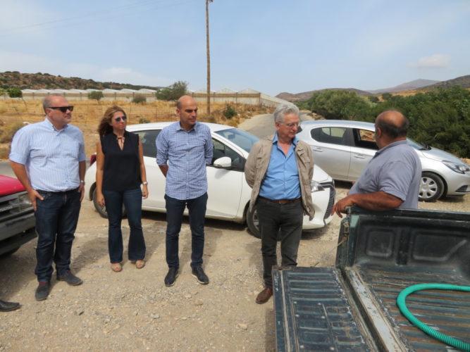 Περιοδεία στελέχους του υπουργείου Υποδομών στο Σέλινο για τις λιμνοδεξαμενές