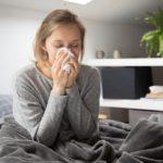 Γρίπη και κρυολόγημα: Πόσο ζουν οι ιοί έξω από το σώμα