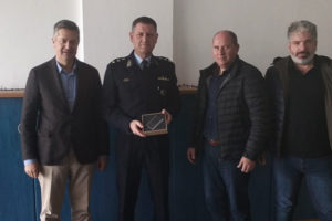Ψηφιακό ταχογράφο δώρισαν οι ξενοδόχοι των Χανίων στην Ελληνική Αστυνομία
