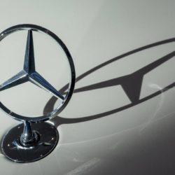 Δέκα χιλιάδες Mercedes C και E Class, ανακαλούνται στην Ελλάδα για έλεγχο στην ηλιοροφή