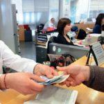 Έρχεται το τέλος των τραπεζικών γκισέ για μια σειρά από καθημερινές και απλές συναλλαγές