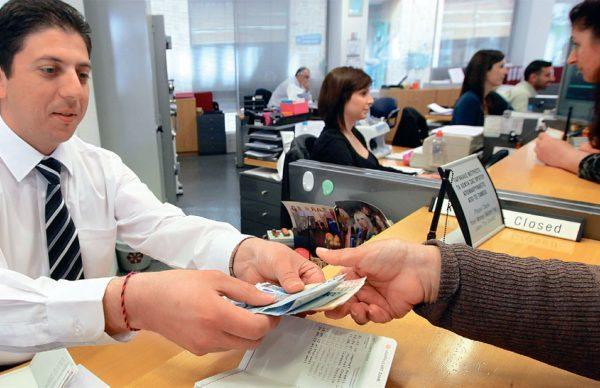 Τέλος η εξόφληση λογαριασμών ΔΕΚΟ στα τραπεζικά γκισέ