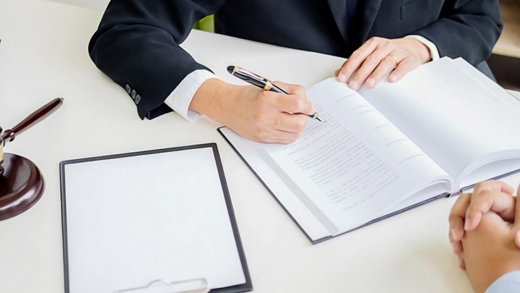 Διαζύγια: Τι αλλάζει με την υποχρεωτική διαμεσολάβηση. Τα υπέρ και τα κατά