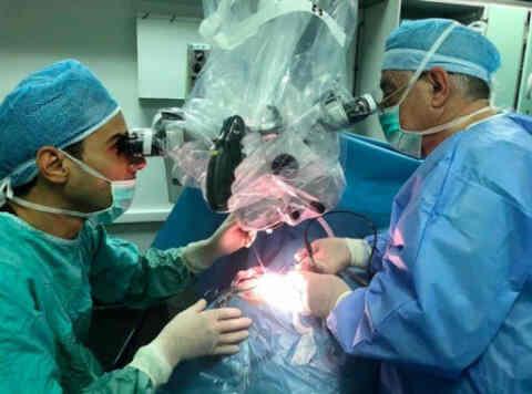Η χειρουργική της «κλειδαρότρυπας» στην υπηρεσία του εγκεφάλου και της σπονδυλικής στήλης