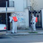 Απολυμαίνουν δρόμους, πλατείες και πεζοδρόμια στα Χανιά