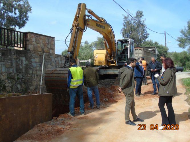 Κλιμάκιο του δήμου Χανίων στα αντιπλημμυρικά έργα που εκτελεί η ΔΕΥΑΧ στα Περιβόλια