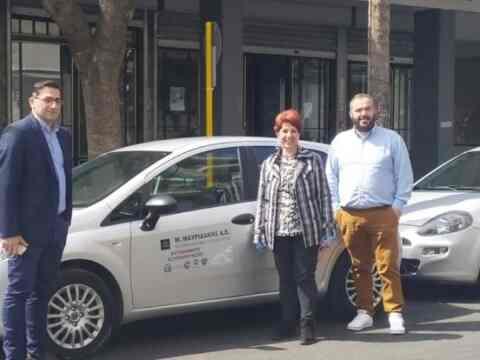 """Παραχώρηση δύο αυτοκινήτων στον δήμο Χανίων για το πρόγραμμα """"Βοήθεια στο σπίτι"""""""