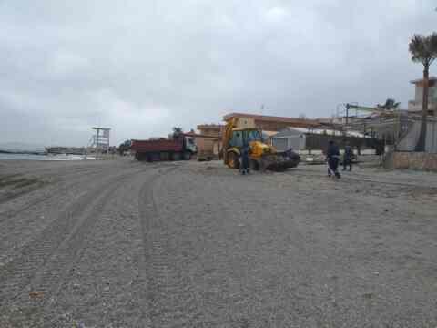 Συνεχίζεται ο καθαρισμός των παραλιών από τον δήμο Χανίων