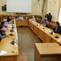 Τα προβλήματα στο κλάδο του επισιτισμού από την επιδημία, σε σύσκεψη στη Περιφέρεια