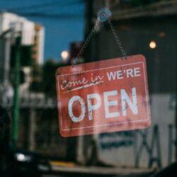 Άρση μέτρων: Ανοικτά από σήμερα τα malls. Ξεκινά την ερχόμενη Δευτέρα η εστίαση