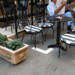 Μειώνονται κατά 50% οι δόσεις για τα τέλη παραχώρησης κοινόχρηστου χώρου
