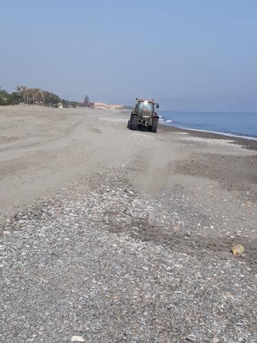 Ολοκληρώνεται ο καθαρισμός των παραλιών του δήμου Πλατανιά
