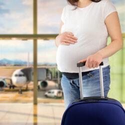 Τι να προσέχουν οι έγκυοι όταν ταξιδεύουν το καλοκαίρι