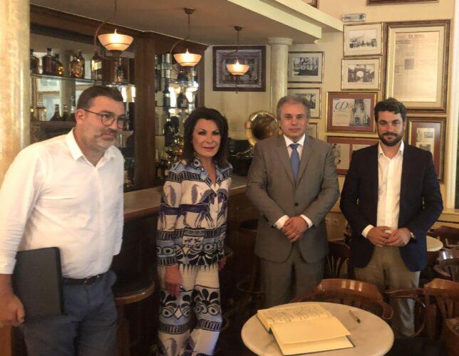 """Επίσκεψη της Προέδρου της Επιτροπής """"Ελλάδα 2021"""", Γιάννας Αγγελοπούλου στο Ιστορικό Καφέ """"Κήπος"""""""