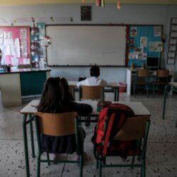 Κεραμέως για σχολεία: Ποιοι μαθητές θα φορούν μάσκα, τι θα ισχύσει για τις απουσίες και την τηλεκπαίδευση
