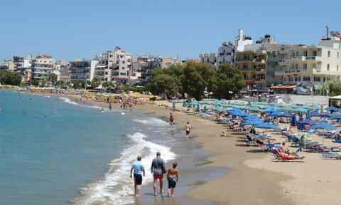 Απομακρύνονται παράνομες κατασκευές από κοινόχρηστες παραλίες των Χανίων
