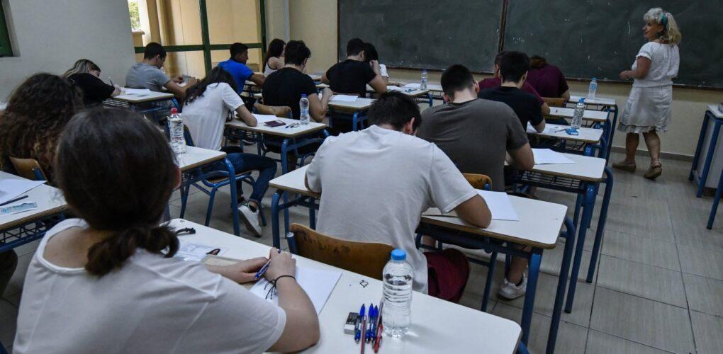 Αλλαγές στην εισαγωγή στα πανεπιστήμια φέρνει η βουτιά στις βάσεις