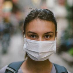 Ακμή: Πώς να αποφύγετε τις εξάρσεις ενώ φοράτε μάσκα