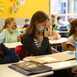 Παράταση της σχολικής χρονιάς εξετάζει το υπ. Παιδείας