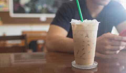 Καφετέριες: Η μεγάλη αλλαγή που έρχεται στην Ελλάδα με τα πλαστικά μιας χρήσης