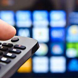Αναστέλλεται για έναν χρόνο το τέλος συνδρομητικής τηλεόρασης