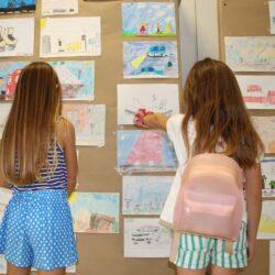 Ζωγραφιές μικρών μαθητών εκτίθενται στο φουαγιέ του δημαρχείου Χανίων