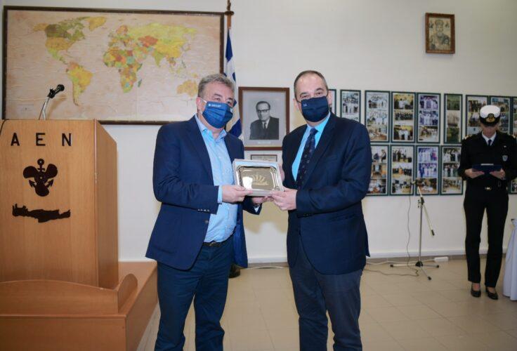 Η Ακαδημία Εμπορικού Ναυτικού, τίμησε τον Σταύρο Αρναουτάκη για την προσφορά του σε υλικοτεχνική υποδομή