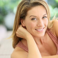 Οι εννιά αλλαγές που προκαλεί η εμμηνόπαυση στο δέρμα