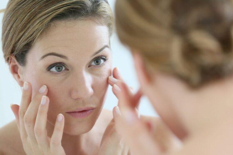 Εμμηνόπαυση: Πώς να αντιμετωπίσετε τις επιπτώσεις της στο δέρμα