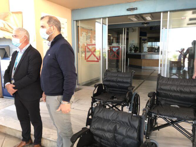 Δωρεά 16 αναπηρικών αμαξιδίων από την επιχειρηματική κοινότητα των Χανίων για τις ανάγκες του νοσοκομείου