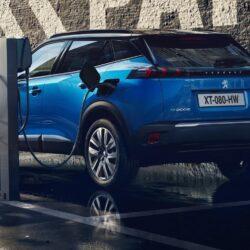 """Φόρτιση ηλεκτρικών αυτοκινήτων: """"Ηλεκτροσόκ"""" οι τιμές των δημόσιων φορτιστών στην Ελλάδα"""