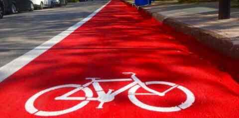 Το δεξί άκρο της οδού Κυδωνίας μετατρέπεται σε ποδηλατόδρομο. Σήμερα οι εργασίες