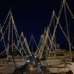 Πρωτότυπος ο φετινός εορταστικός στολισμός των Χανίων στο Ενετικό λιμάνι
