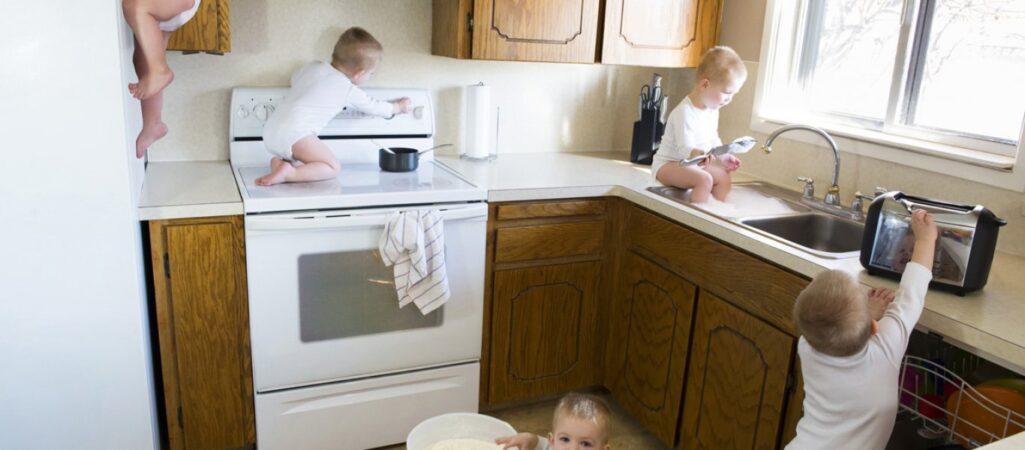 Παιδικά ατυχήματα: Το 80% συμβαίνουν στο σπίτι, όταν τα παιδιά διασκεδάζουν