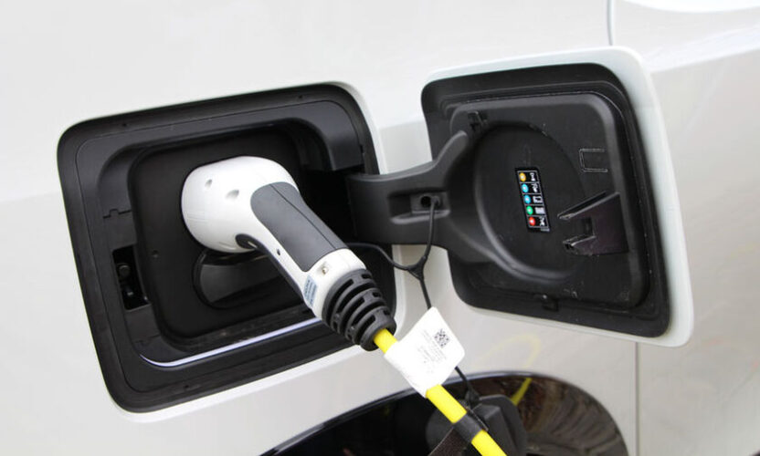 Πόσοι, ποιοι και γιατί στρέφονται στο ηλεκτρικό ή υβριδικό αυτοκίνητο;