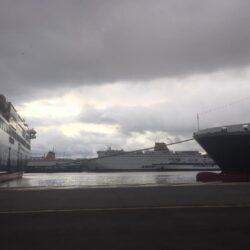 Οι θυελλώδεις άνεμοι κρατούν δεμένα τα πλοία στα λιμάνια