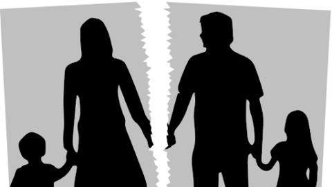 Τι αλλάζει για τις διαζευγμένες οικογένειες και την επιμέλεια των παιδιών