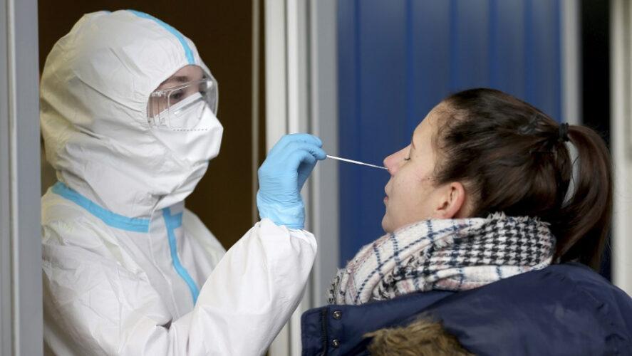 Διεξαγωγή rapid-test σε πεζούς το Σάββατο, έξω από το Δημαρχείο Χανίων