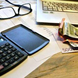 Φορολογικές δηλώσεις: Τι θα ισχύσει φέτος για e-αποδείξεις και τεκμήρια