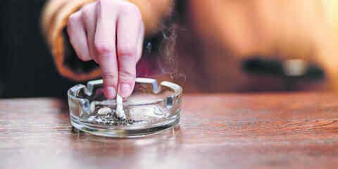 ΕΛΣΤΑΤ: Όλο και λιγότεροι οι νέοι Έλληνες καπνιστές