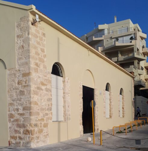 """Ανακαινίσθηκε εξωτερικά το θέατρο """"Βλησίδης"""". Σειρά έχει το εσωτερικό του"""