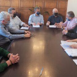 Αντιπεριφέρεια: Συμβάσεις για την αποκατάσταση ρεμάτων και για την επανάχρηση της π. περιφερειακής αγοράς στην Αγιά