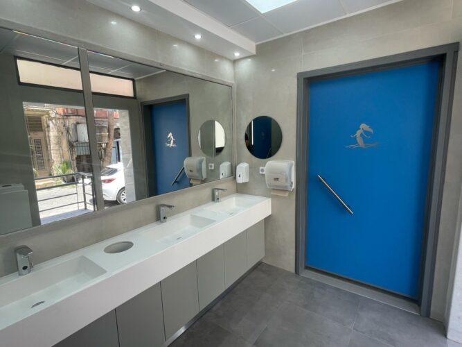 Lux δημοτικές τουαλέτες πίσω από το λιμεναρχείο στο Ενετικό λιμάνι των Χανίων